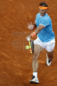 Spanish tennis player Rafael Nadal in action against Swiss Stan Wawrinka during their quarterfinal match played at the Mutua Madrid Open tennis tournament in Madrid, Spain, 10 May 2019.  EPA-EFE/JAVIER LIZON corrige fotógrafo