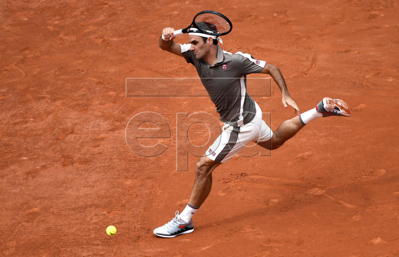 Roger Federer of Switzerland plays Lorenzo Sonego of Italy during their men?s first round match during the French Open tennis tournament at Roland Garros in Paris, France, 26 May 2019. EPA-EFE/JULIEN DE ROSA