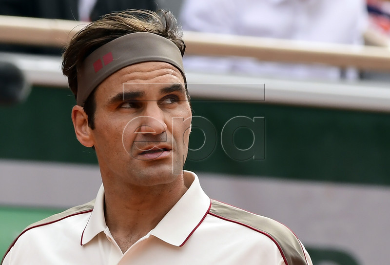 Roger Federer of Switzerland plays Oscar Otte of Germany during their men?s second round match during the French Open tennis tournament at Roland Garros in Paris, France, 29 May 2019. EPA-EFE/CAROLINE BLUMBERG