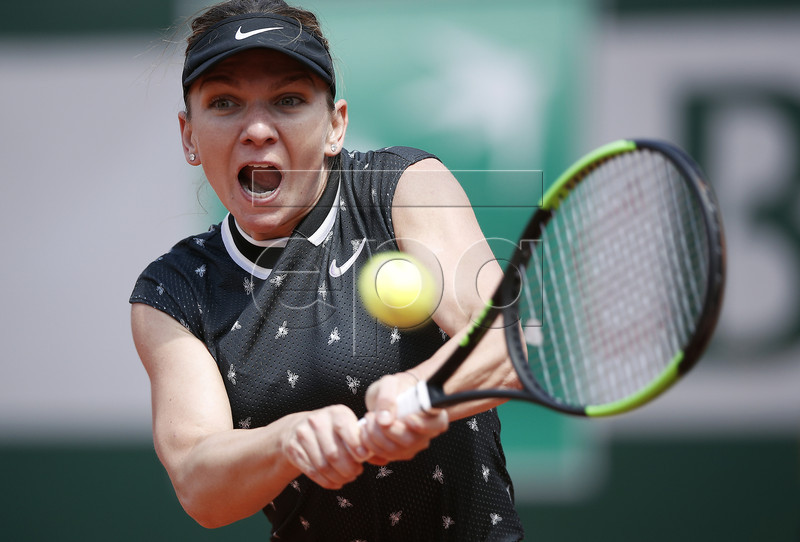 Simona Halep of Romania plays Amanda Anisimova of the USA during their women?s quarter final match during the French Open tennis tournament at Roland Garros in Paris, France, 06 June 2019. EPA-EFE/YOAN VALAT