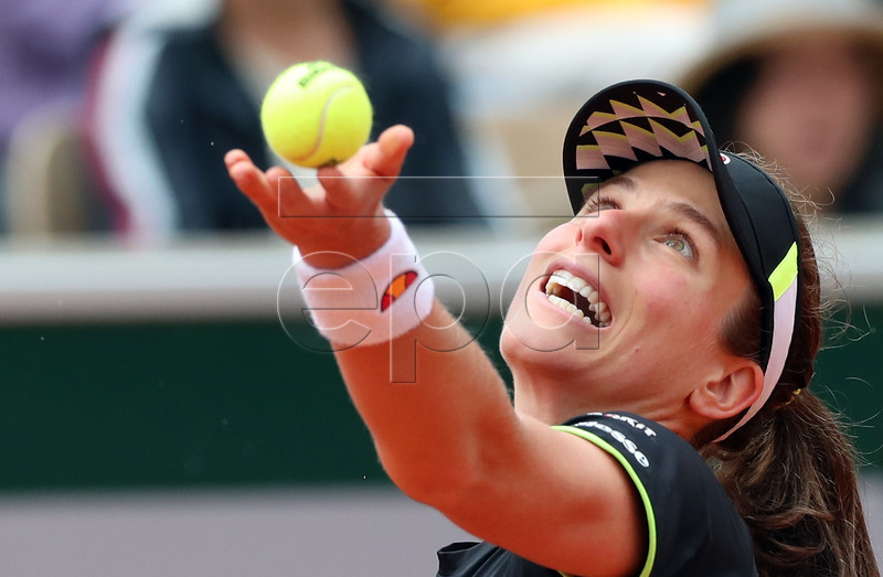 Johanna Konta of Britain plays Marketa Vondrousova of the Czech Republic during their women?s semi final match during the French Open tennis tournament at Roland Garros in Paris, France, 07 June 2019.  EPA-EFE/SRDJAN SUKI