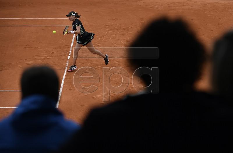 Johanna Konta of Britain plays Marketa Vondrousova of the Czech Republic during their women?s semi final match during the French Open tennis tournament at Roland Garros in Paris, France, 07 June 2019.  EPA-EFE/JULIEN DE ROSA