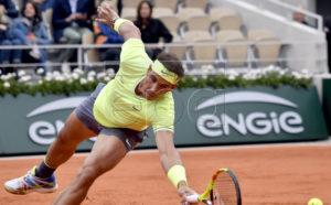 Rafael Nadal of Spain plays Roger Federer of Switzerland during their men?s semi final match during the French Open tennis tournament at Roland Garros in Paris, France, 07 June 2019. EPA-EFE/JULIEN DE ROSA
