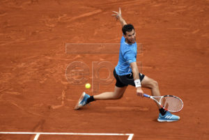 Dominic Thiem of Austria plays Rafael Nadal of Spain during their men?s final match during the French Open tennis tournament at Roland Garros in Paris, France, 09 June 2019. EPA-EFE/JULIEN DE ROSA