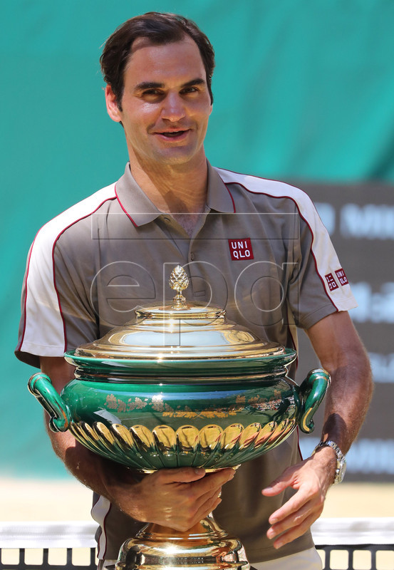 Roger Federer from Switzerland celebrates with the trophy after winning the final match against David Goffin from Belgium at the ATP Tennis Tournament Noventi Open (former Gerry Weber Open) in Halle Westphalia, Germany, 23 June 2019. EPA-EFE/FOCKE STRANGMANN