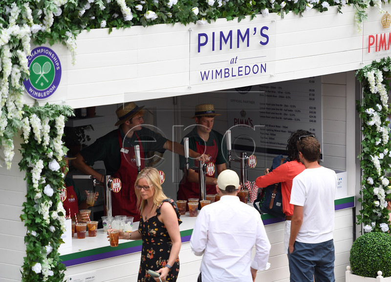 Spectators buy refreshments on day three of the Wimbledon Championships at the All England Lawn Tennis Club, in London, Britain, 03 July 2019. EPA-EFE/ANDY RAIN EDITORIAL USE ONLY/NO COMMERCIAL SALES